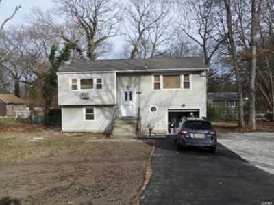 Huntington Sta Single Family Home For Sale: 24 Oak Crest Dr