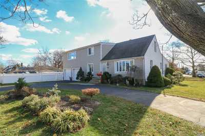 Amityville Single Family Home For Sale: 32 Marion Rd