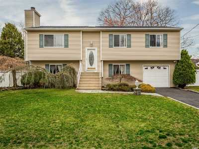 Smithtown Single Family Home For Sale: 15 6th Ave