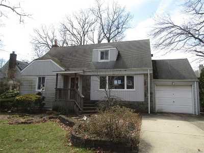 Merrick Single Family Home For Sale: 181 Park Ave