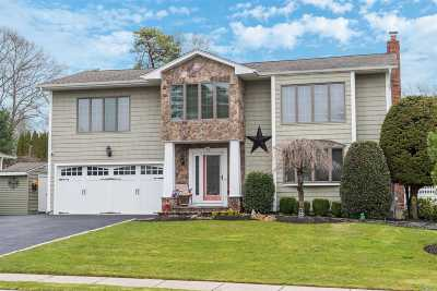 Hauppauge Single Family Home For Sale: 32 Townline Ct
