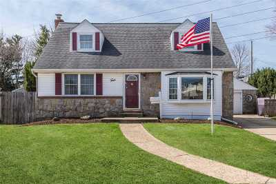Carle Place NY Single Family Home For Sale: $669,000