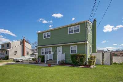 Lindenhurst Single Family Home For Sale: 417 47 St