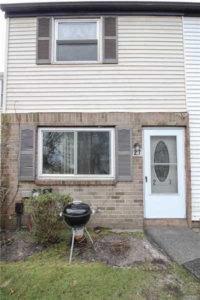 Calverton Condo/Townhouse For Sale: 27 Wooded Way