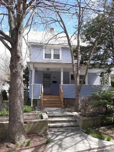 Port Washington Single Family Home For Sale: 6 Sandy Hollow Ln