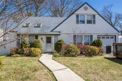Nesconset Single Family Home For Sale: 359 Gibbs Pond Rd