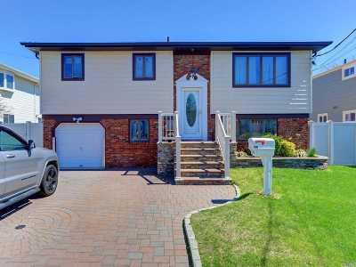 Lindenhurst Multi Family Home For Sale: 252 Riviera Pky