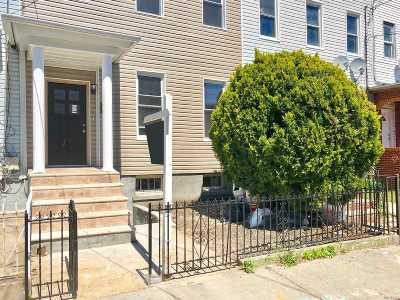 Brooklyn Single Family Home For Sale: 847 Glenmore Ave