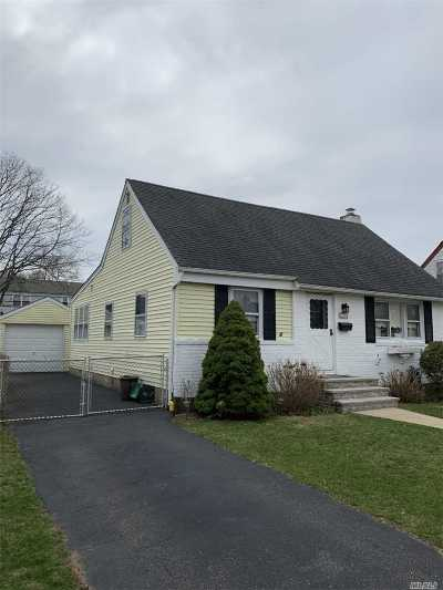 Uniondale Single Family Home For Sale: 714 Windsor Rd