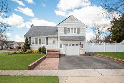 N. Massapequa Single Family Home For Sale: 1 Oxford Ave