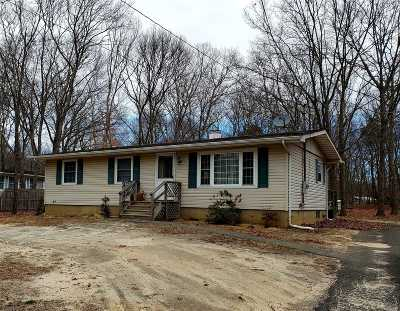 Center Moriches Single Family Home For Sale: 45 Wading River Rd