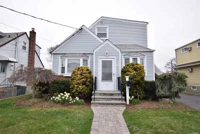 Lynbrook Single Family Home For Sale: 19 Wood St