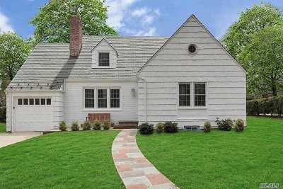 Manhasset Single Family Home For Sale: 84 Bourndale S Rd