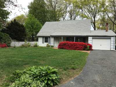 Stony Brook Single Family Home For Sale: 17 Stratton Ln