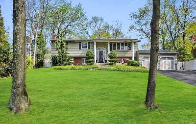Smithtown Single Family Home For Sale: 109 Lone Oak Path