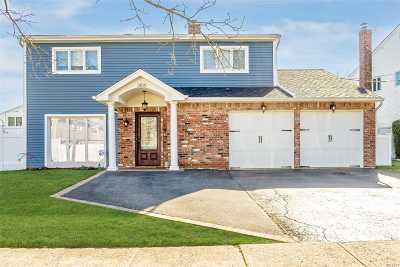 Merrick Single Family Home For Sale: 3105 Camden Ln