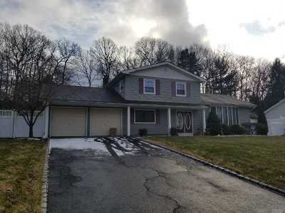 Hauppauge Single Family Home For Sale: 118 Northfield Rd