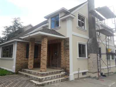 Lynbrook Single Family Home For Sale: 85 Franklin Ave