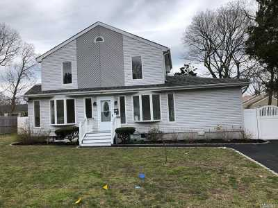 Patchogue Single Family Home For Sale: 26 E 8th St