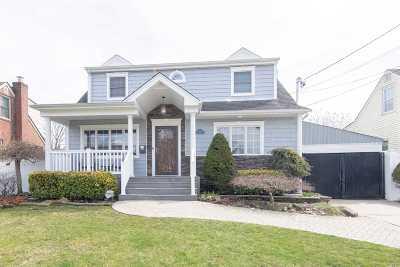 Massapequa Single Family Home For Sale: 154 Hamilton Ave