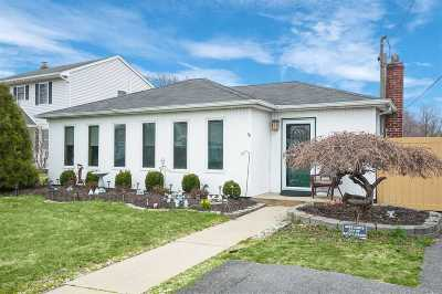 W. Sayville Single Family Home For Sale: 17 Washington Ave