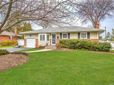 Commack Single Family Home For Sale: 29 Gehrig St