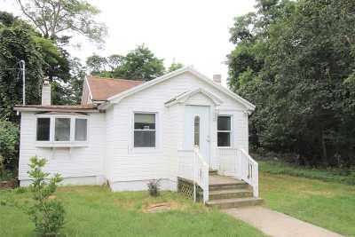 Mastic Beach Single Family Home For Sale: 18 Cedar Rd