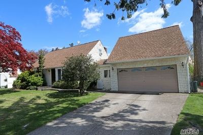 Franklin Square Single Family Home For Sale: 960 Windermere