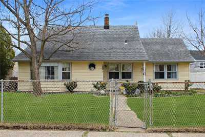 Levittown Single Family Home For Sale: 99 Barnyard Ln