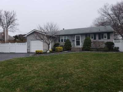 Sayville Single Family Home For Sale: 13 Potomac Ln