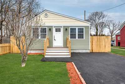 Patchogue Single Family Home For Sale: 69 Columbia St
