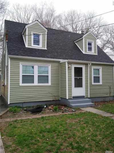Mastic Beach Single Family Home For Sale: 169 Magnolia Dr