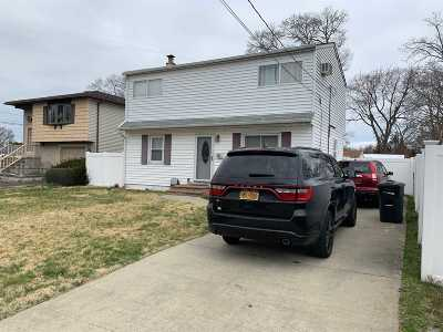 Deer Park NY Single Family Home For Sale: $389,000
