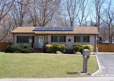 Shirley Single Family Home For Sale: 400 Glen Dr