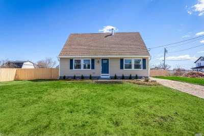 Mastic Beach Single Family Home For Sale: 87 Bayview Dr