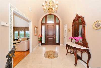 Great Neck Single Family Home For Sale: 2 Harbor Way
