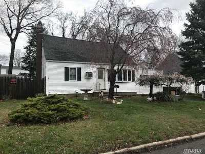 Sayville Single Family Home For Sale: 25 Elaine Dr