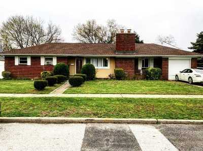 Rockville Centre Single Family Home For Sale: 422 Pershing Blvd