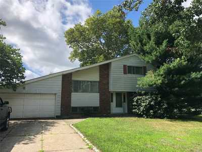 Commack Single Family Home For Sale: 2 Seminole Dr