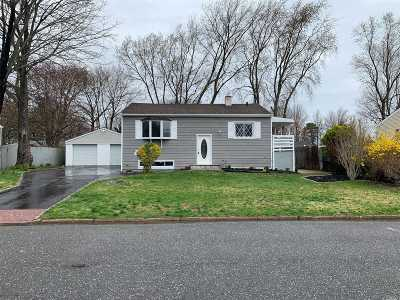 Central Islip Single Family Home For Sale: 31 Rosewood St