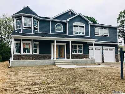 Wantagh Single Family Home For Sale: 882 Oakfield Ave