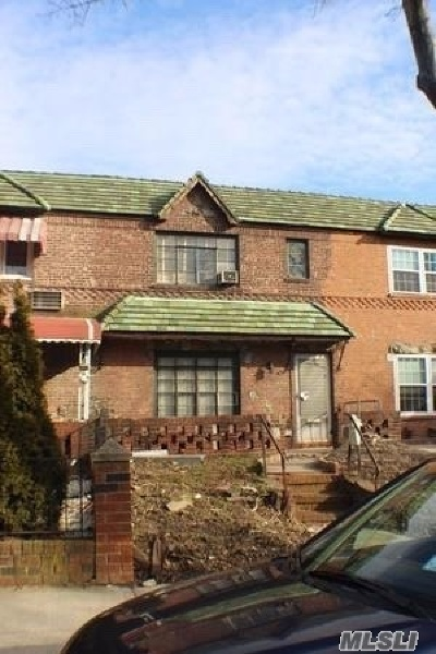 Maspeth Single Family Home For Sale: 50-05 64th St