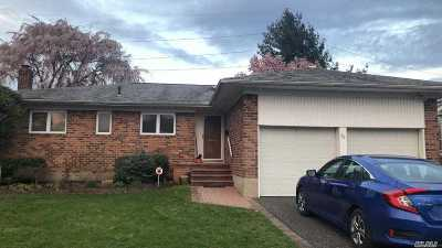 Jericho Single Family Home For Sale: 16 Saint Lawrence Pl