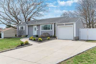 Commack Single Family Home For Sale: 14 Laurinda Dr