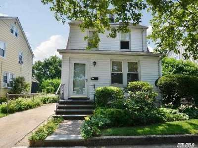 Williston Park Single Family Home For Sale: 76 Cornell St