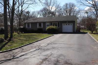 Shirley Single Family Home For Sale: 353 Avondale Dr