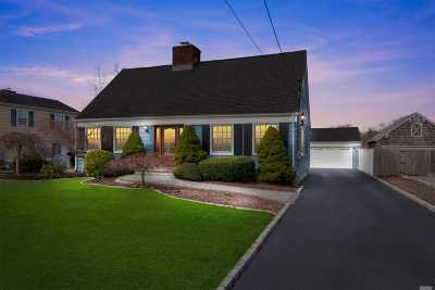 Sayville Single Family Home For Sale: 18 Sunset Dr