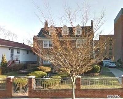 Far Rockaway Single Family Home For Sale: 546 Briar Pl