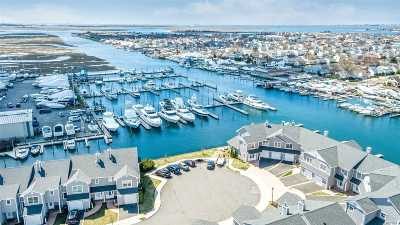 Freeport Condo/Townhouse For Sale: 39 Ocean Watch Ct #39