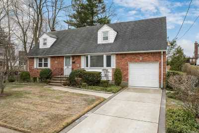 Wantagh Single Family Home For Sale: 3350 Manchester Rd